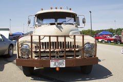 1952个国际L-120卡车正面图 免版税图库摄影