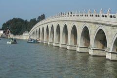 17个孔桥梁在颐和园 库存图片