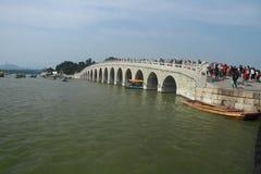 17个孔桥梁在颐和园 库存照片