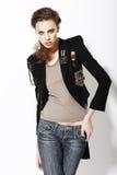 个性。在牛仔裤夹克珠宝的美好的异常时装模特儿在夹克 免版税库存图片