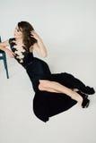 个性 黑正式舞会晚礼服的体贴的典雅的夫人 图库摄影