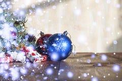 2018个新年,圣诞节 圣诞节装饰生态学木 免版税库存图片