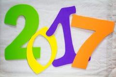 2017个新年 在背景的五颜六色的数字 图库摄影