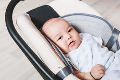 2个月大新出生的混合的族种亚裔白种人男孩 自然室内照明设备 凉快的口气 免版税库存图片