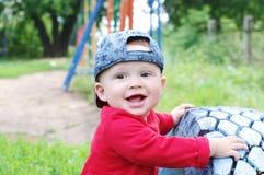 10个月的愉快的婴孩年龄画象户外 免版税库存图片