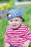 10个月的男婴年龄画象在夏天 免版税库存照片