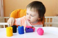 18个月的婴孩年龄画象与彩色塑泥的 图库摄影