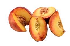 整个桃子和与在白色背景隔绝的骨头的被切的一半 库存图片