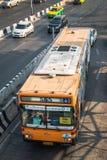 555个桔子曼谷公共汽车 免版税库存图片