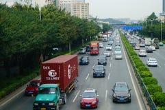 107个状态路,深圳,交通风景的宝安部分 免版税库存图片