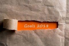 2018个目标揭露了在棕色信封、企业和新年概念的信件 目标、目标、梦想和新年` s 免版税库存照片