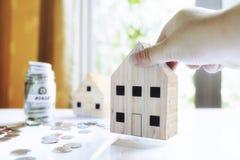 100个票据概念美元房子做抵押 免版税库存图片