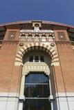 1900个竞技场巴塞罗那斗牛场卡塔龙尼亚在传统6月las mudejar博物馆新新的被开张的广场岩石卷购物西班牙西班牙方形样式的toros里面的中心de 巴塞罗那 库存图片