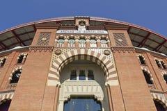 1900个竞技场巴塞罗那斗牛场卡塔龙尼亚在传统6月las mudejar博物馆新新的被开张的广场岩石卷购物西班牙西班牙方形样式的toros里面的中心de 巴塞罗那 图库摄影