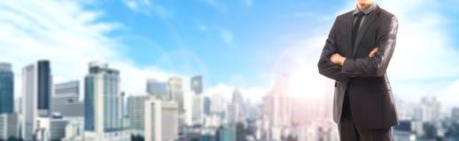 8个背景生意人城市eps格式包括了移动电话诉讼向量 免版税库存图片