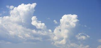 1个背景覆盖多云天空 库存图片