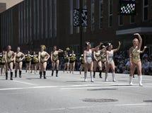 500个节日游行的普度大学啦啦队员在街市Indy 免版税图库摄影