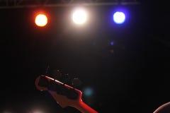 2011个范围低音迪拜节日灰色吉他国际爵士乐macy执行 免版税库存照片