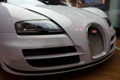 0 00 4 8 16 52 253 268 408 431个角度bugatti汽车磁道eb引擎装有引擎的引擎等同的最快速的功能全部h有超级km合法的公升中间英里/小时缩小的原始生产四元组路速度的体育运动冠上游览涡轮增压的二V-8版本veyron w16世界 免版税库存图片