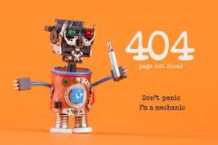 404个错误页没被找到的概念 唐` t恐慌我` m技工 有螺丝刀的机器人杂物工 宏观看法,橙色 图库摄影