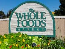 整个食品批发市场外部标志。 库存照片