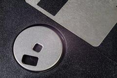 3 5个' 磁盘 对老计算机的残破的数据载波在isolat 图库摄影