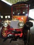 1904个默西迪丝单缸60PS Reiselimousine 免版税库存照片