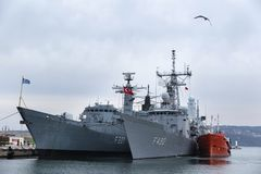10个Feb/2018,口岸瓦尔纳,保加利亚 是第二个永久海军小组北约SNMG2巡逻舰在的指挥下 库存照片