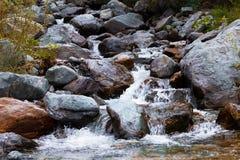 3个hdr图象山全景河垂直 快速的小河水 二者择一地 库存照片