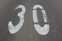30个km/u或英里/小时速度限制 库存照片