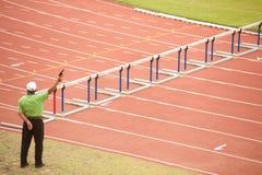 100个m.障碍在泰国打开运动冠军2013年。 免版税库存图片