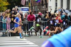 2017个NYC马拉松-精华妇女 库存图片