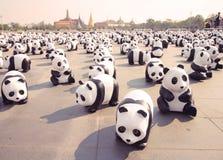 1600个Pandas+ TH,代表1,600只熊猫的纸mache熊猫 免版税库存照片