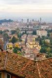 中世纪上部贝加莫-美丽的中世纪镇看法在北部意大利 免版税库存照片