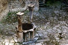 中世纪井 免版税库存图片