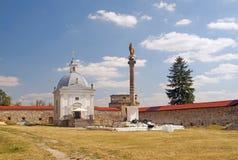 中世纪修道院的庭院 免版税图库摄影
