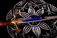 中世纪剑和笔 免版税库存图片