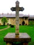 中世纪十字架在Sucevita修道院,摩尔达维亚,罗马尼亚里 图库摄影