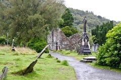 中世纪县坟园和废墟, Glendalough,县威克洛,爱尔兰 图库摄影