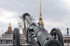 中世纪古铜色的大炮 库存图片