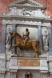 中世纪和新生墙壁坟茔在Santi乔凡尼e保罗,威尼斯, 库存照片