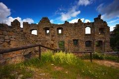 中世纪哥特式修道院的废墟 免版税图库摄影