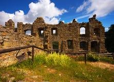 中世纪哥特式修道院的废墟 免版税库存照片
