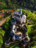 中世纪哥特式和新生样式城堡鸟瞰图  库存图片