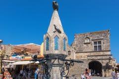 中世纪喷泉在罗得岛老镇  希腊 库存图片