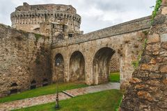 中世纪垒石墙  库存图片