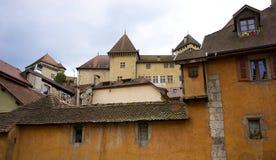 中世纪城堡和大厦在阿讷西,萨瓦省,法国 免版税库存图片
