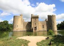 中世纪城堡和湖在苏克塞斯 免版税图库摄影