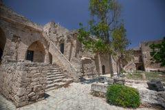 中世纪城堡和老港口在凯里尼亚,塞浦路斯 免版税图库摄影
