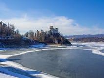 中世纪城堡在Niedzica,波兰,在冬天 图库摄影